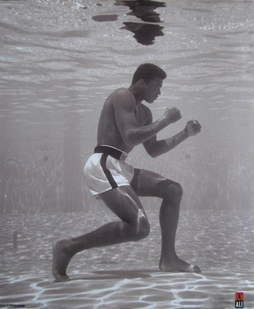 Muhammad Ali Under Water - Flip Schulke