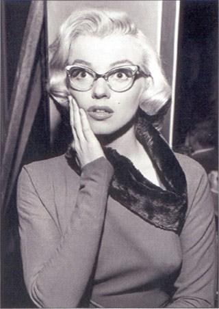 lgst4074+marilyn-monroe-in-glasses-marilyn-monroe-poster.jpg