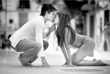 black and white photography kiss