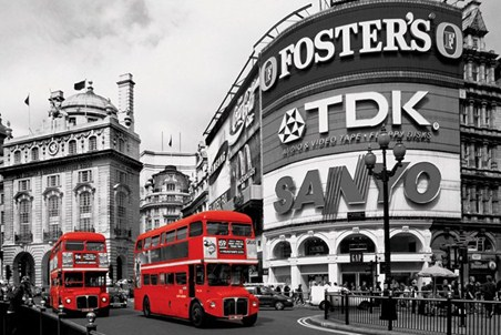 Piccadilly circus red buses